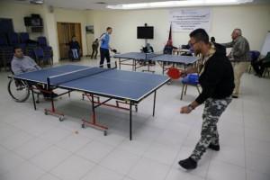 Jugadores de tenis de mesa en el Centro Deportivo Majd, que atiende a personas con discapacidad en Ramalah, en el territorio palestino de Cisjordania. Crédito: Silvia Boarini/IPS.