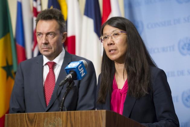 Joanne Liu, presidenta de Médicos Sin Fronteras (MSF), y Peter Maurer, presidente del Comité Internacional de la Cruz Roja, en conferencia luego de que el Consejo de Seguridad de la ONU adoptara una resolución sobre la atención médica en conflictos armados. Crédito: UN Photo/Rick Bajornas.