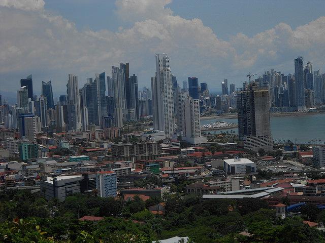 La Ciudad de Panamá, una de las que mayor crecimiento de América Latina. La tercera Conferencia de las Naciones Unidas sobre Vivienda y Desarrollo Urbano Sostenible (Hábitat III), que se realizará en octubre en Quito y establecerá la Nueva Agenda Urbana. Crédito: Emilio Godoy/IPS