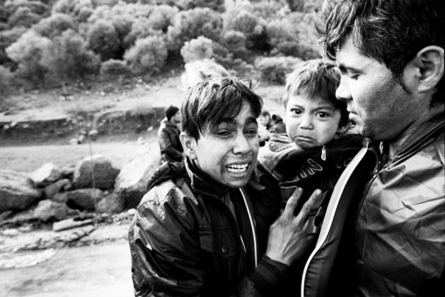Una familia de refugiados afganos llega a Lesbos, Grecia, en 2015. Crédito: Giles Duley/ACNUR.