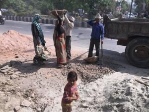 A pesar de la grave malnutrición que padecen los niños y niñas de India, el gobierno aún no le dio prioridad a la lactancia materna. Crédito: Neeta Lal / IPS