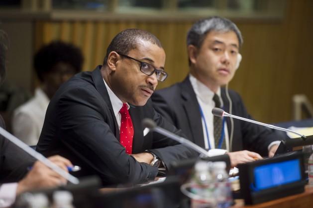 Jamaica fue uno de los primeros países en adoptar una política exterior en materia de derechos humanos. En la foto Courtenay Rattray, representante permanente de ese país en la ONU. Crédito: UN Photo/Amanda Voisard.
