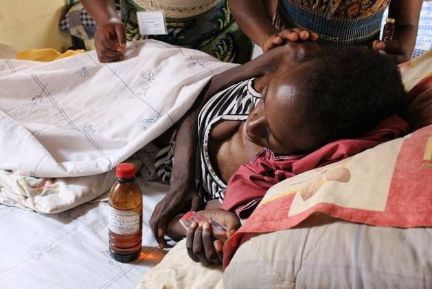 Jovia, que murió el 29 de abril de 2016, padecía sida y cáncer de cuello de útero, una combinación mortal que afecta a miles de mujeres en Uganda. Crédito: Amy Fallon / IPS