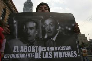 Una pancarta en una protesta en México en demanda de que se sentencie a favor del derecho de las mujeres al aborto. Crédito: Mónica González/Pie de Página
