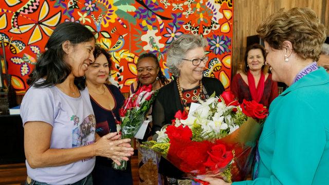 La presidenta suspendida Dilma Rousseff, a la derecha, durante un encuentro con el Movimiento de Mujeres, en la residencia del Palacio de la Alvorada, en Brasilia, el 17 de agosto, días antes de comenzar el juicio que se prevé que concluya con su destitución. Crédito: Roberto Stuckert Filho PR