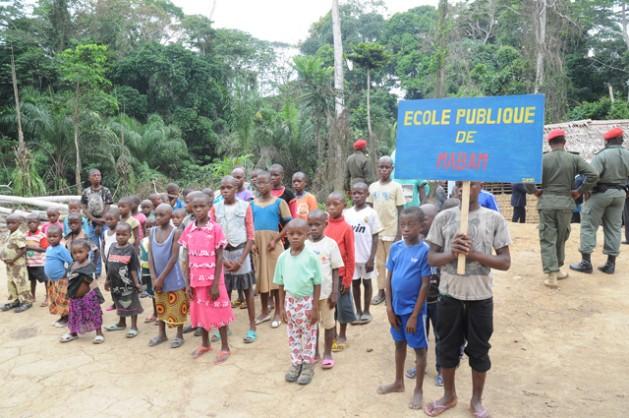 Niñas y niños bakas en el patio de la escuela en Camerún. Crédito: Ngala Killian Chimtom/IPS