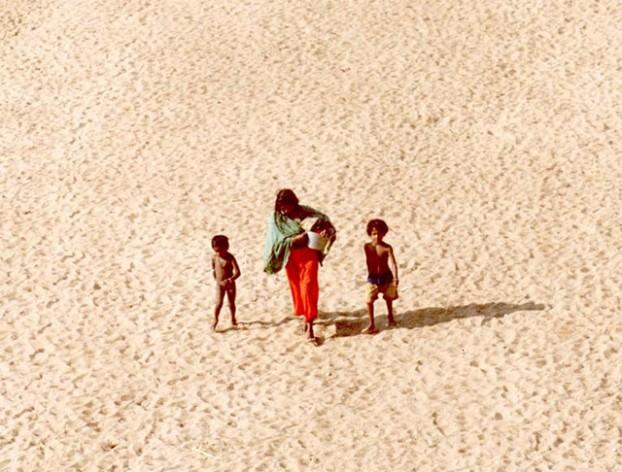 """""""Nadie puede negar el terrible parecido entre quienes huyen de la violencia armada y quienes escapan de la desertificación, la escasez de agua, las inundaciones y los huracanes"""": Konrad Osterwalder, de la Universidad de las Naciones Unidas. Crédito: UNCCD"""