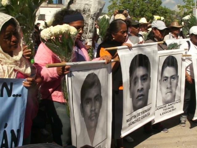 Un grupo de madres piden que les devuelvan a sus hijos, parte de los 43 estudiantes de Ayotzinapa, arrestados y luego desaparecidos en México, el 26 de septiembre de 2014. Crédito: Amnistía Internacional