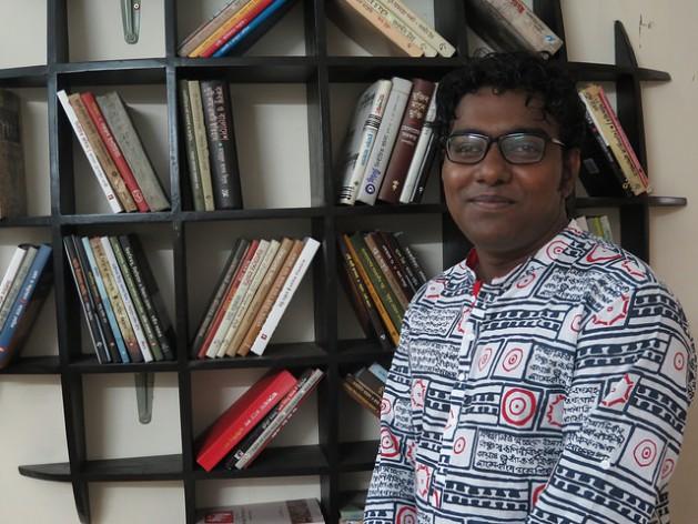 El escritor y activista bangladesí Maruf Rosul recibió varias amenazas de muerte de extremistas islámicos por el contenido de su blog. Crédito: Amy Fallon/IPS