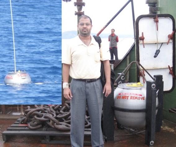 El equipo de investigación de la energía marina, que incluye a Rafiuddin Ahmed, de la Universidad del Pacífico Sur en Fiji, utiliza boyas investigar la actividad de las olas y su potencial energético en la región. Crédito: Rafiuddin Ahmed.
