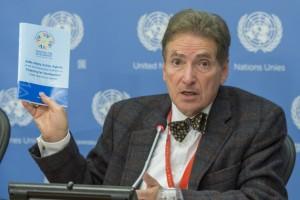 Alfred de Zayas, experto independiente sobre la promoción de un orden internacional democrático y equitativo. Crédito: Cia Pak / ONU.