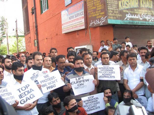 Periodistas de Cachemira protestan contra las restricciones a la libertad de expresión en 2012. Crédito: Athar Parvaiz/IPS