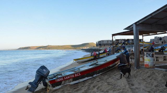 Erosión en la playa de Punta Lobos, por el hotel en construcción, que afecta a los pescadores de Todos Santos. Crédito: Cortesía de Truth Santos