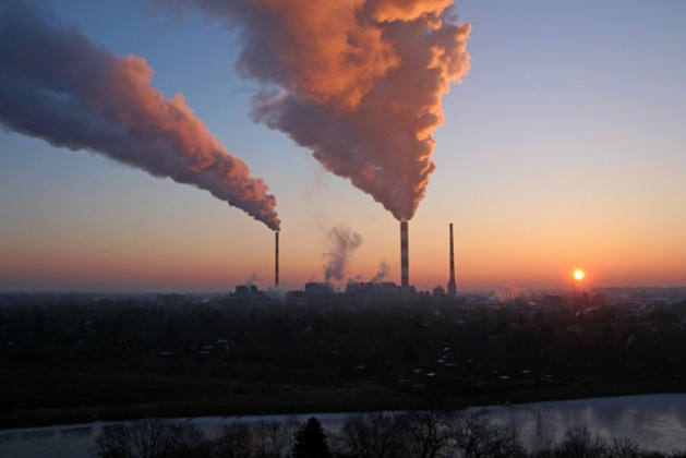 El mundo debe redoblar esfuerzos para reducir otro 25 por ciento los gases contaminantes que se prevé liberará a la atmósfera para 2030. Crédito: Pnuma