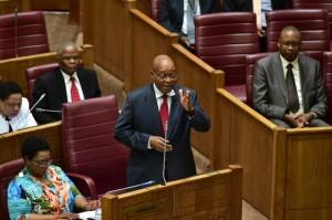 El presidente de Sudáfrica, Jacob Zuma, responde preguntas en el Consejo Nacional de las Provincias el 25 de octubre de 2016. Crédito: Cortesía de la República de Sudáfrica.