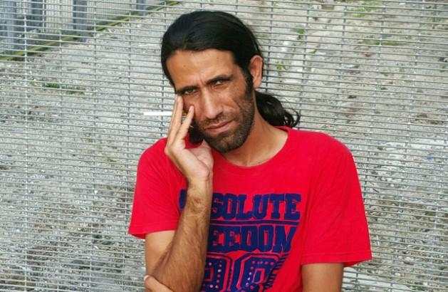 El periodista y solicitante de asilo Behrouz Boochani está detenido indefinidamente por el gobierno australiano en la isla de Manus, de Papúa Nueva Guinea. Crédito: Aref Heidari.