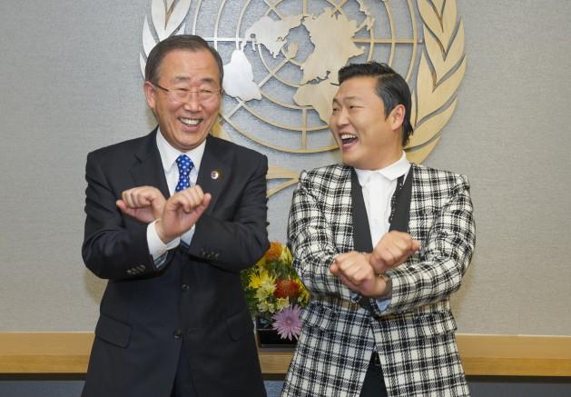 Ban Ki-moon con el cantanto surcoreano Psy en 2012. Crédito: Eskinder Debebe/UN Photo.