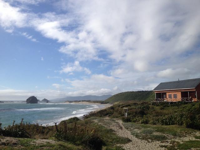 El Parque Ahuenco, una área protegida privada en el sur de Chile, con varios kilómetros de playas y un preciado bosque antiguo en un sitio considerado prioritario para la conservación, por estar junto al Parque Nacional de Chiloé, bajo administración pública. Crédito: Orlando Milesi/IPS