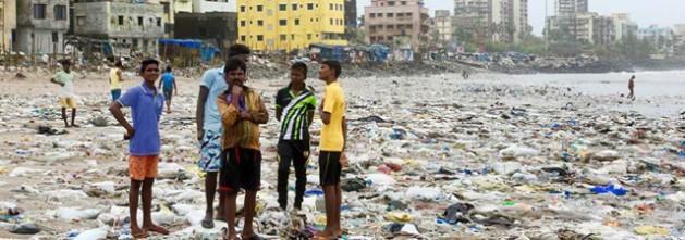 La mayor limpieza de playas del mundo en Versova, en la ciudad india de Mumbai. Crédito: PNUMA.