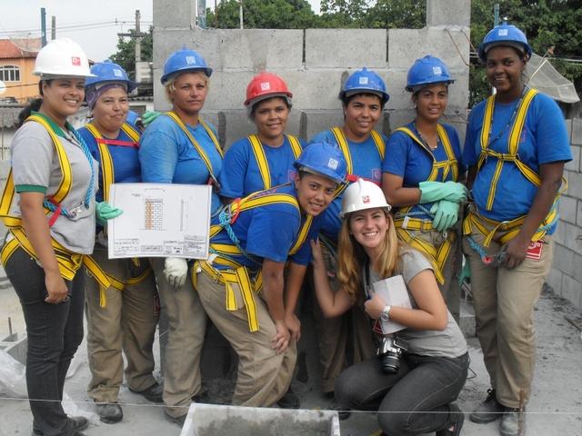 Trabajadoras de la construcción, en una obra de Río de Janeiro, en Brasil. Crédito: Fabiana Frayssinet/IPS