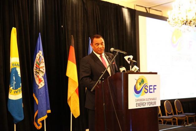El primer ministro de Bahamas, Perry Christie, sostiene que las instituciones financieras necesitan hacer una consideración especial de las circunstancias únicas de su país. Crédito: Desmond Brown/IPS.