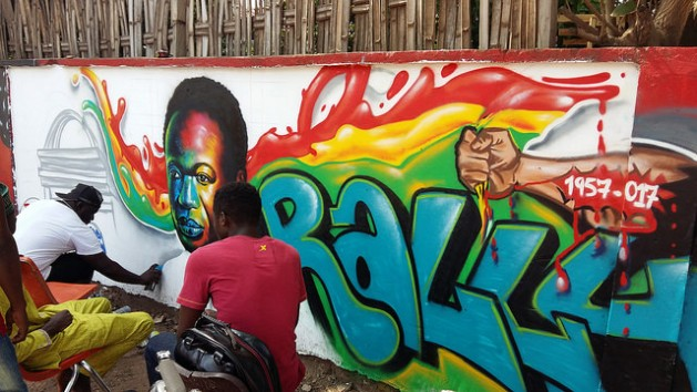 Un artista realiza un grafiti en Accra del líder independentista de Ghana, Kwame Nkrumah. Crédito: Kwaku Botwe/IPS.