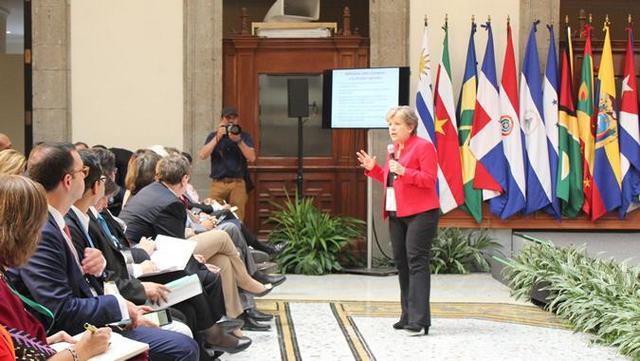 Alicia Bárcena, durante una de sus participaciones en el primer Foro de los Países de América Latina y el Caribe sobre el Desarrollo Sostenible, en Ciudad de México. Crédito: Cepal