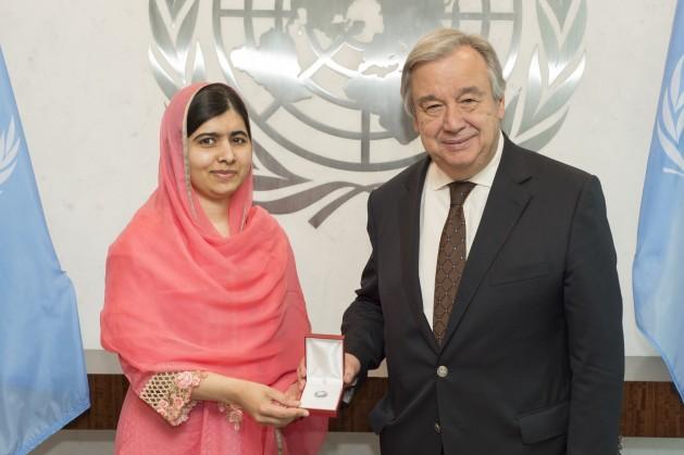 La activista pakistaní Malala Yousafszai con el secretario general de la ONU, António Guterres. Crédito: Eskinder Debebe/UN Photo.