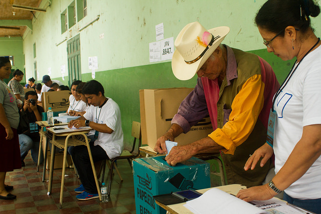A sus 83 años, Gregorio Hernández Sorto fue uno de los primeros ciudadanos que participó en la consulta para decidir si el municipio de Suchitoto declaraba al agua como un derecho humano, en una iniciativa pionera en El Salvador. Crédito: Edgardo Ayala/IPS