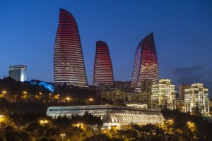 La noche en Bakú, la capital de Azerbaiyán, donde se realizó el 4 Foro Mundial sobre Diálogo Intercultural. Crédito: Ministerio de Turismo y Cultura de Azerbaiyán.