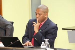 Mark Bynoe, economista del Centro sobre Cambio Climático de la Comunidad del Caribe (CCCCC), con sede en Belice. Crédito: Desmond Brown / IPS