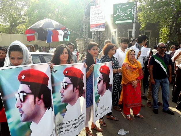 Una protesta en Karachi por el linchamiento de Mashal Khan. Crédito: Abida Ali / IPS