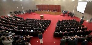 La sala del Tribunal Superior Electoral, de siete magistrados, al comenzar el 6 de junio en Brasilia el juicio sobre la demanda de anulación de las elecciones presidenciales de octubre de 2014, por alegadas irregularidades en la fórmula ganadora, de Dilma Rousseff y Michel Temer. Crédito: Roberto Jayme/Ascom/TSE