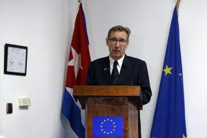 Alain Bothorel, encargado de negocios de la delegación de la Unión Europea ante la Habana, durante una declaración en la sede diplomática del bloque en la capital de Cuba. Crédito: Jorge Luis Baños/IPS