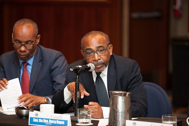 Ministro de Responsabilidad para la Energía de Barbados, Darcy Boyce (derecha). Crédito: Desmond Brown/IPS.
