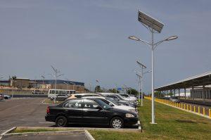 Las luces LED son una de las tecnologías de iluminación más eficientes para el alumbrado público. Crédito: Desmond Brown/IPS