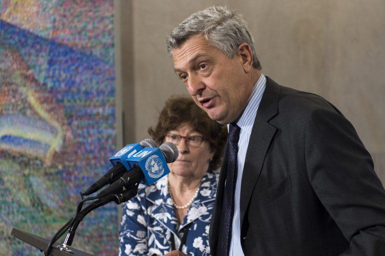 Filippo Grandi (derecha), alto comisionado de la ONU para los Refugiados, y Louise Arbour (izquierda), representante especial pata Migración Internacional, en conferencia de prensa tras un encuentro especial por la Declaración de Nueva York sobre refugiados y migrantes. Crédito: Mark Garten/UN Photo.
