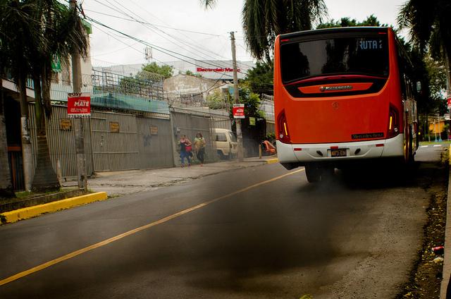 Miles de personas se ven afectadas por la mala calidad del aire en San Salvador, la segunda capital de América Latina con mayor polución atmosférica en la región, detrás de Lima y delante de Santiago, Tegucigalpa y Bogotá, según la Organización Mundial de la Salud (OMS).