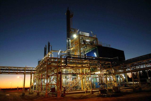 Enresa, una de las plantas de biodiesel en Argentina. La capacidad de producción del combustible vegetal del país es de cuatro millones de toneladas, pero más de la mitad está ociosa, por falta de mercados externos y por las limitaciones en el consumo interno. Crédito: Cortesía de CEPREB