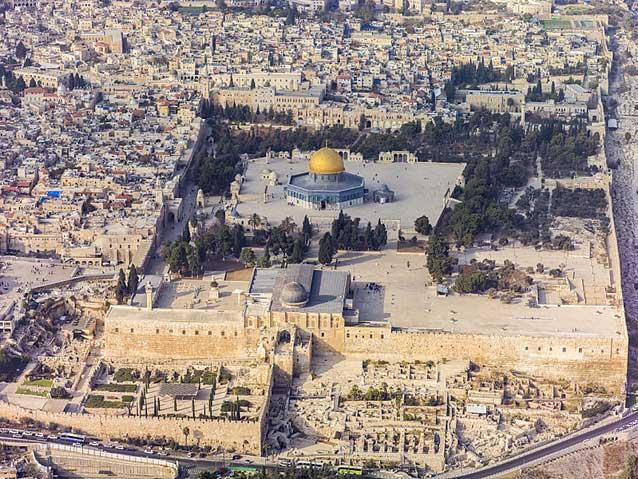Vistar aérea sur del Monte del Templo y se ve la mezquita de Al-Aqsa, en la Ciudad Vieja de Jerusalén. La mezquita de Al-Aqsa se considera el tercer sitio sagrado del islam, después de La Meca y Medina. Crédito: Godot13. Attribution: Andrew Shiva / Wikipedia / CC BY-SA 4.0. Creative Commons Attribution-Share Alike 4.0 International license.