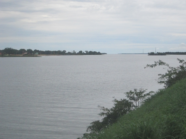 Porto Nacional, una histórica ciudad brasileña, perdió sus playas fluviales, su principal atracción turística, cuando el río Tocantins fue represado por la central hidroeléctrica de Lajeado en 2001, y en su lugar se creó un lago artificial de 630 kilómetros cuadrados. Crédito: Mario Osava/IPS