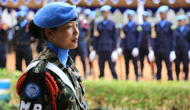 El reclutamiento y el despliegue de más mujeres, en especial en cargos altos de la ONU, puede tener un impacto positivo en la prevención del abuso y la explotación sexual. Crédito: UN Photo.