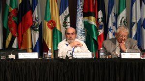 José Graziano da Silva (izda), director general de la FAO, durante la Conferencia Regional para América Latina y el Caribe. Crédito: FAO