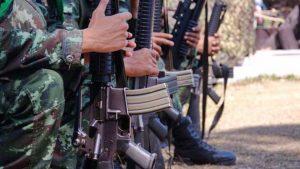 Cuando hay guerras, no gana ninguna de las partes enfrentadas, sino los comerciantes de armas: mercaderes de la muerte. Crédito: Sipri.