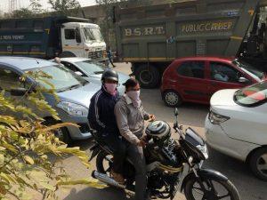 India podría llegar a tener 400 millones de propietarios de vehículos para 2040, con respecto a los 170 millones registrados en 2015, lo que podría llegar a multiplicar por cinco las emisiones de gases contaminantes liberadas por automóviles y camiones. Crédito: Neeta Lal/IPS.