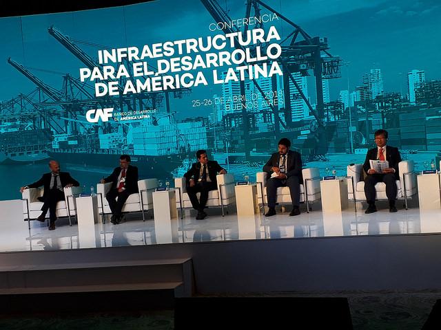 La actual inversión de América Latina en infraestructura es de tres por ciento del PIB regional, cuando a juicio de los expertos participantes en un encuentro de la CAF debe ser de cinco por ciento. El moderado crecimiento regional podría volcar más recursos en obras, que también requieren nuevos enfoques. Crédito: Daniel Gutman/IPS