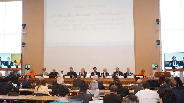 Vista de la sesión plenaria de la primera Conferencia Mundial sobre religiones, credos y sistemas de valores,celebrada en Ginebra este lunes 25 de junio, organizada por el Centro Ginebra por el Progreso de los Derechos Humanos y el Dialogo Global. Crédito: GCHRAGD