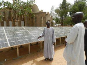 Paneles solares en Dakar, Senegal. Crédito: Fratelli dell'Uomo Onlus/cc by 3.0