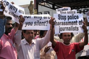 Los medios de Sri Lanka estuvieron bajo presión durante la pasada década y recién lograron respirar un poco tras las elecciones presidenciales de 2015. Crédito: Amantha Perera/IPS.