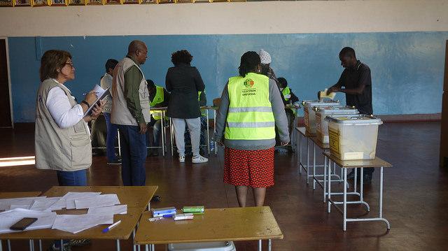 El equipo de observadores de la Mancomunidad de Naciones comenzó a evaluar el proceso electoral en Zimbabwe, que permitió celebrar elecciones nacionales el 30 de julio de 2018. Crédito: Cortesía,The Commonwealth/CC By 2.0.